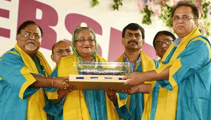 শেখ হাসিনাকে ডি.লিট ডিগ্রি দিল ভারতের নজরুল বিশ্ববিদ্যালয়
