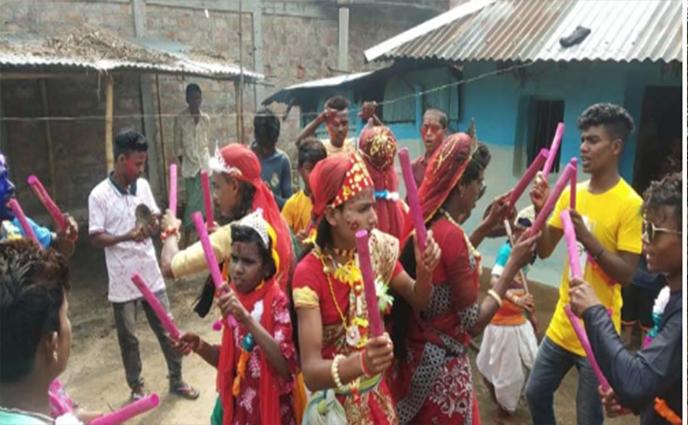 চা-শ্রমিকরা ঐতিহ্যবাহী ফাগুয়া উৎসবে মাতুয়ারা।