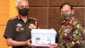 বাংলাদেশ সেনাবাহিনীকে ১ লাখ টিকা দিলেন ভারতের সেনাপ্রধান